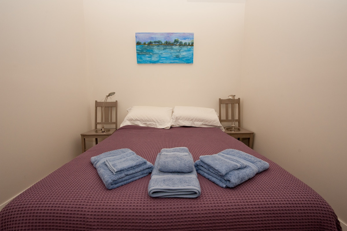 Good quality sheets and towels changed at least weekly