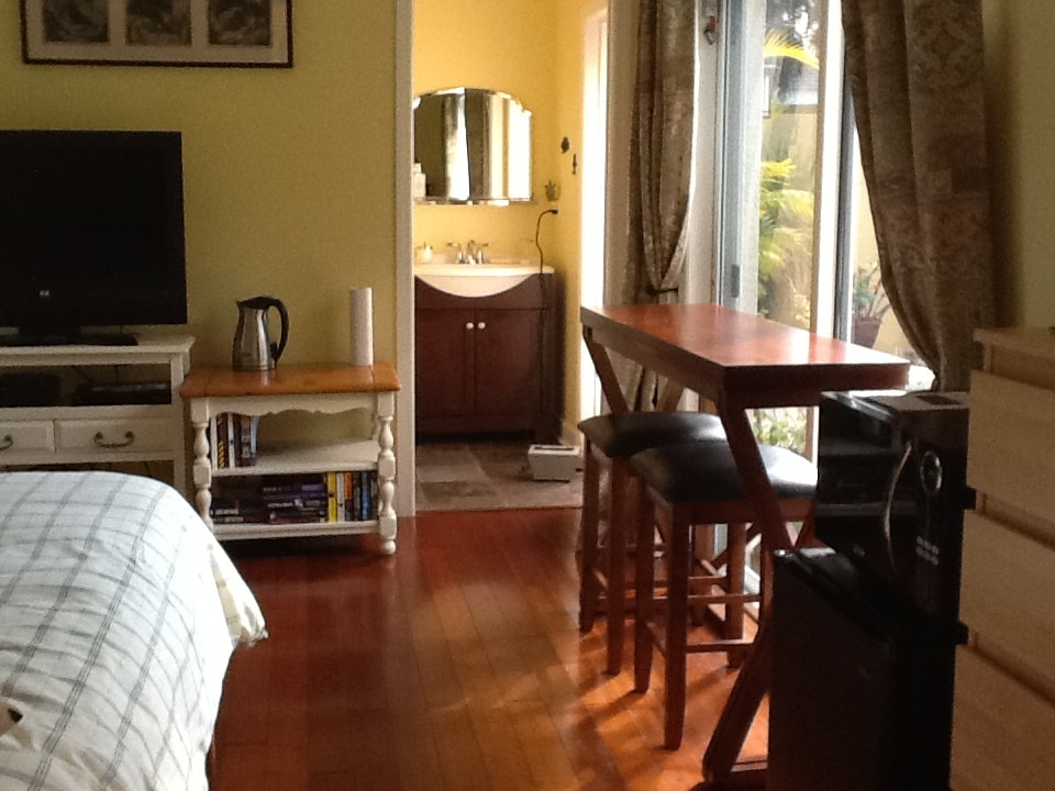 Queen Room with private bathroom, TV, microwave & fridge