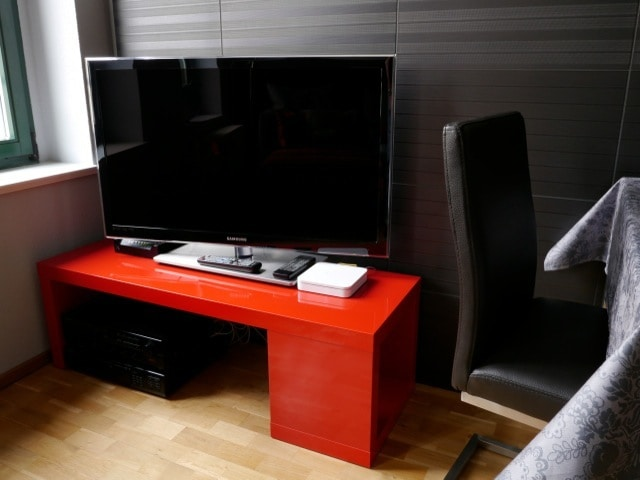 Mediale Unterhaltung mit 40 Zoll LED TV (Kabel Deutschland), Stereoanlage (CD, MP3, Radio), WLAN