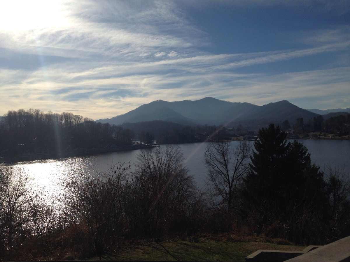 Lake Junaluska (within walking distance from The Red Cabin)