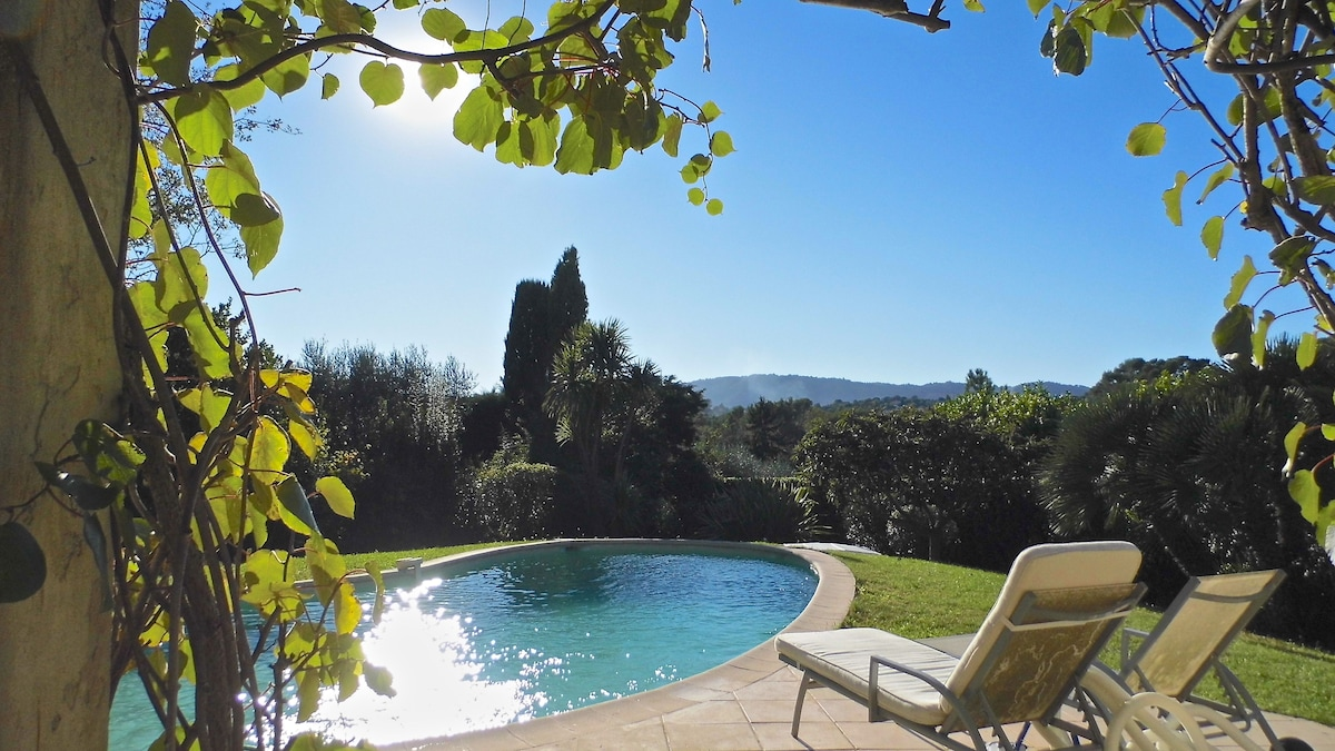 2 rooms in a villa close to cannes