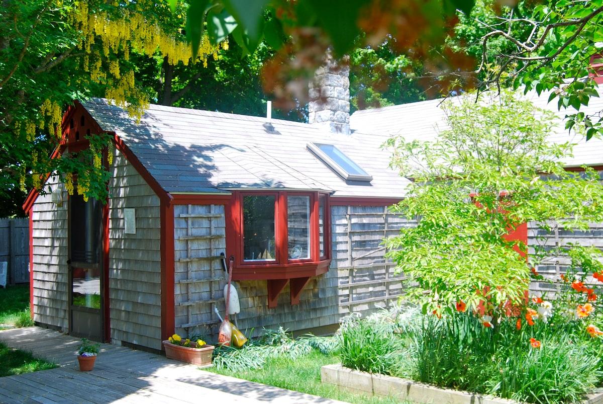 Cape Cod Cottage-Crosswinds B&B