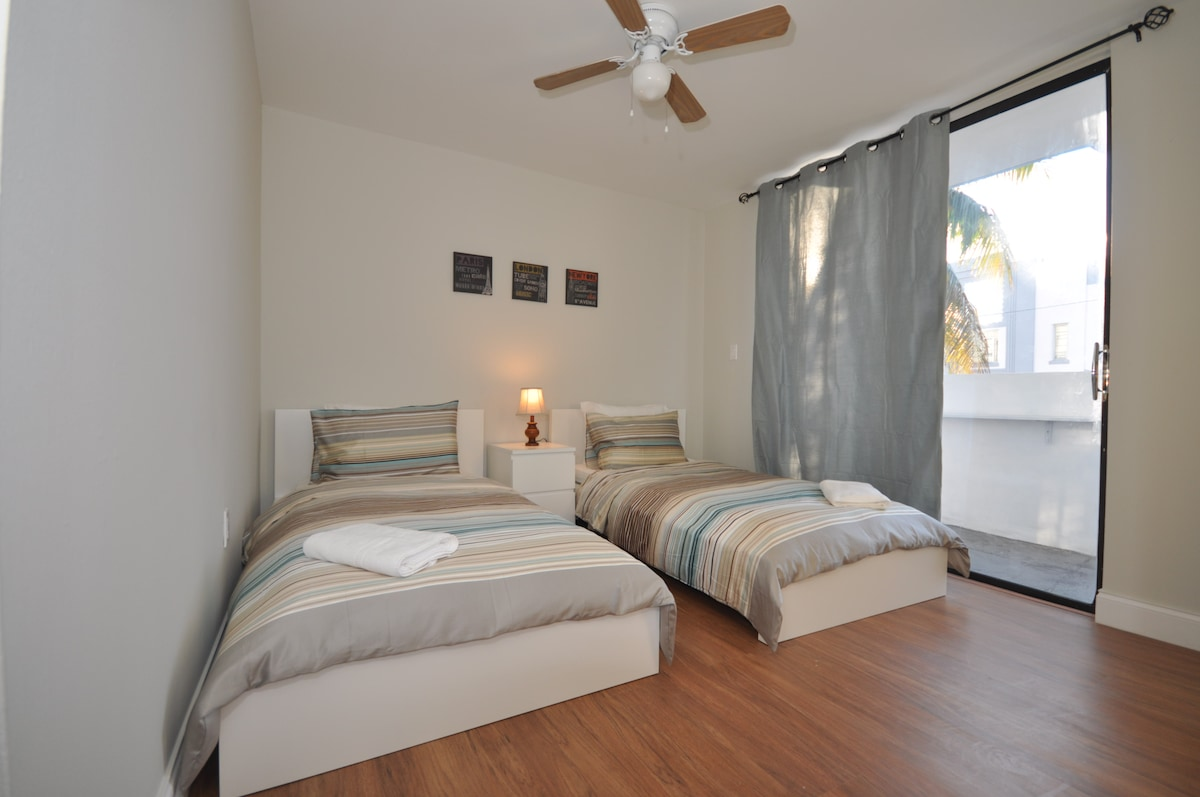 Guest Bedroom - 2 twin size beds