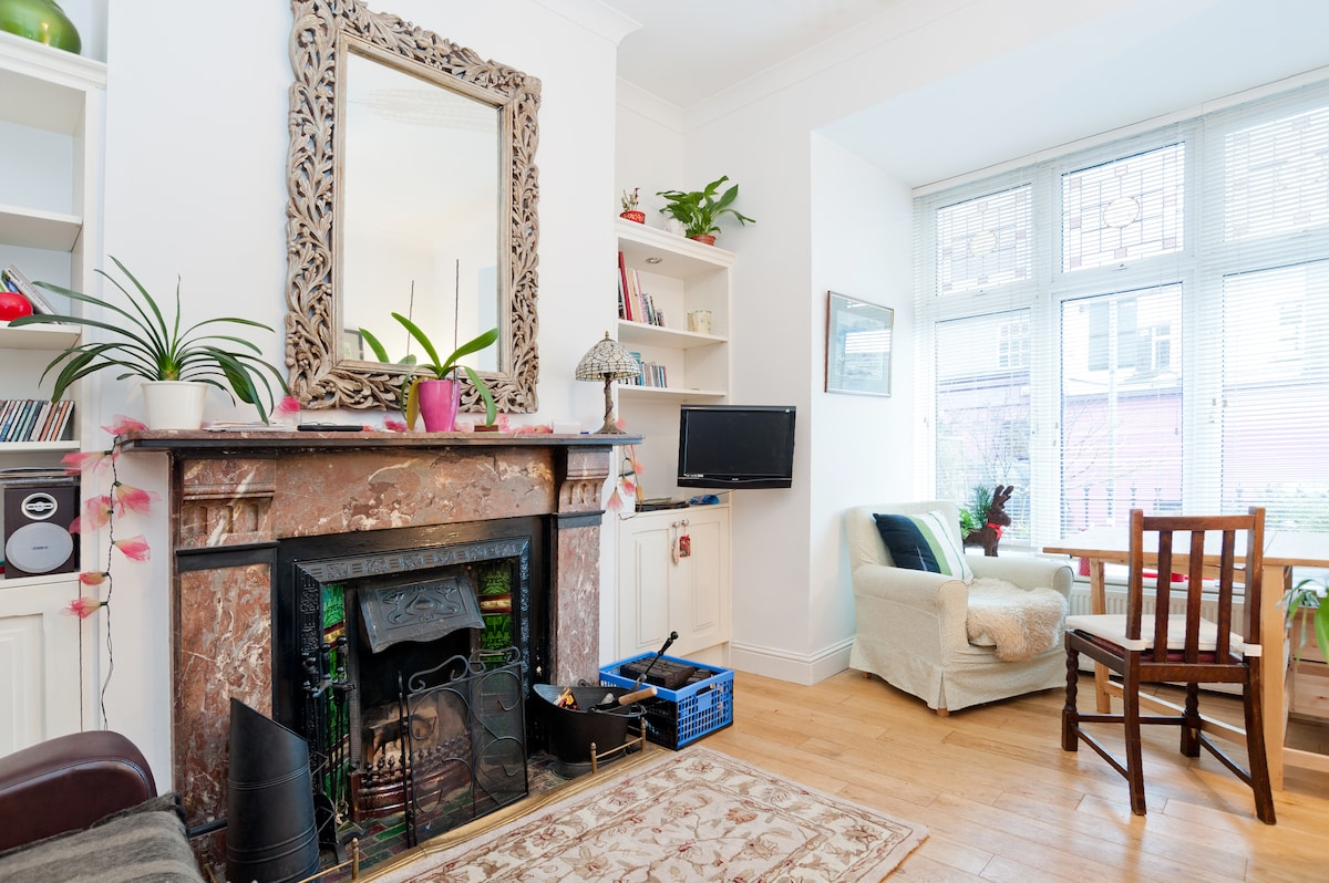 2 single cosy rooms in Ranelagh.