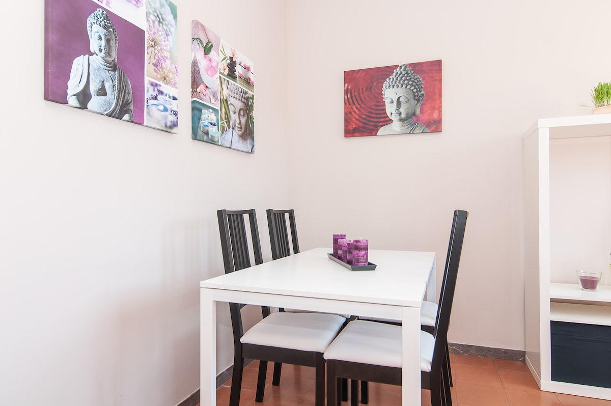 Dining table for up to 6 people.