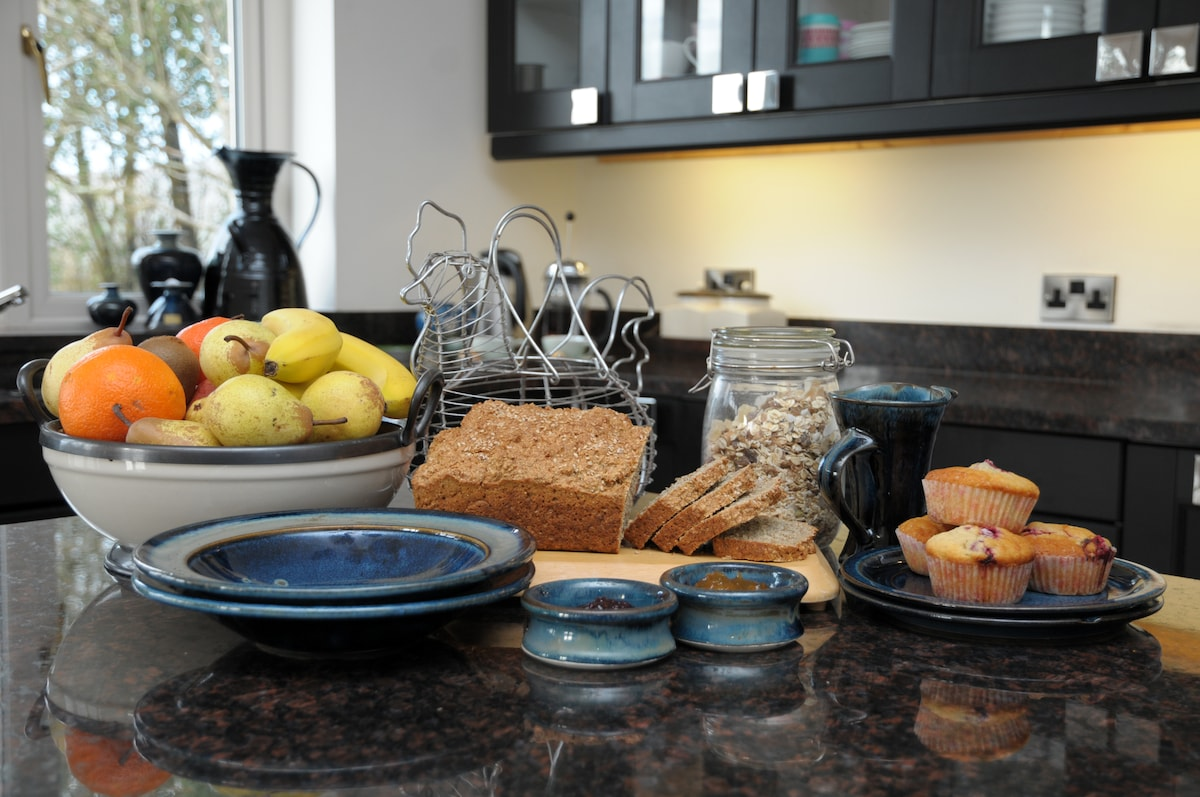Breakfast, homemade soda bread, homemade jams......