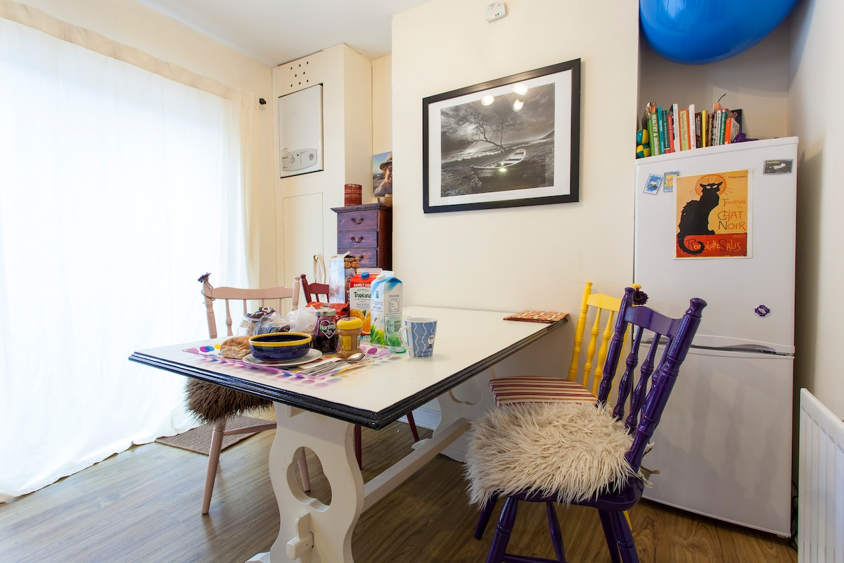 My pride, funky restored table and chairs to enjoy your meals!