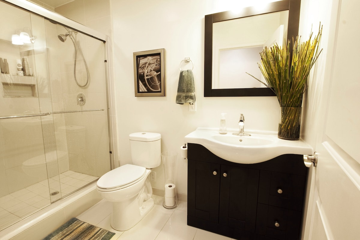 Amazing Room in the Heart of WeHo