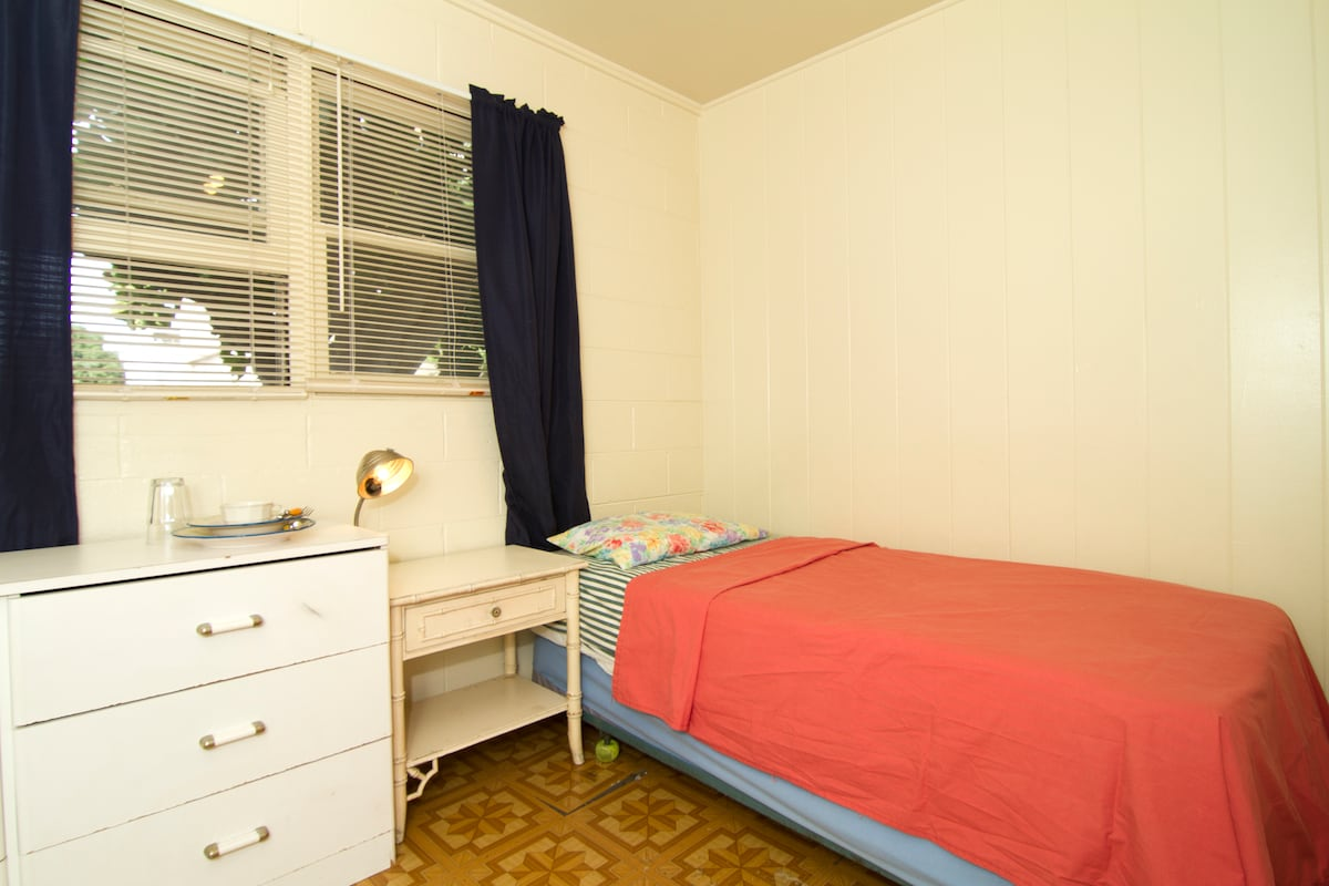 Small private room in shared apt.