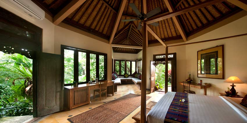 Octagonal shape, with projecting sitting area, 270º view of jungle ravine, ensuite bthrm and garden terrace, very private