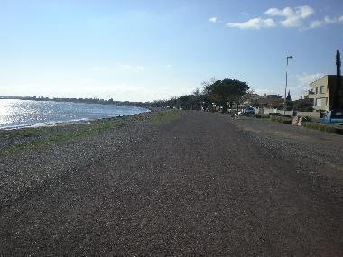 Promenade à 200m, étang de Thau.
