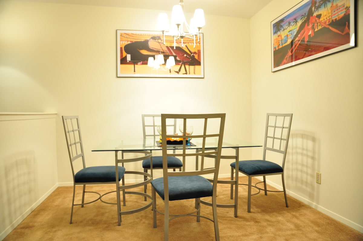 The Dining Room: Seats four guest comfortably and is elegant and airy. Ideal for family dinners or intimate meals just for 2.