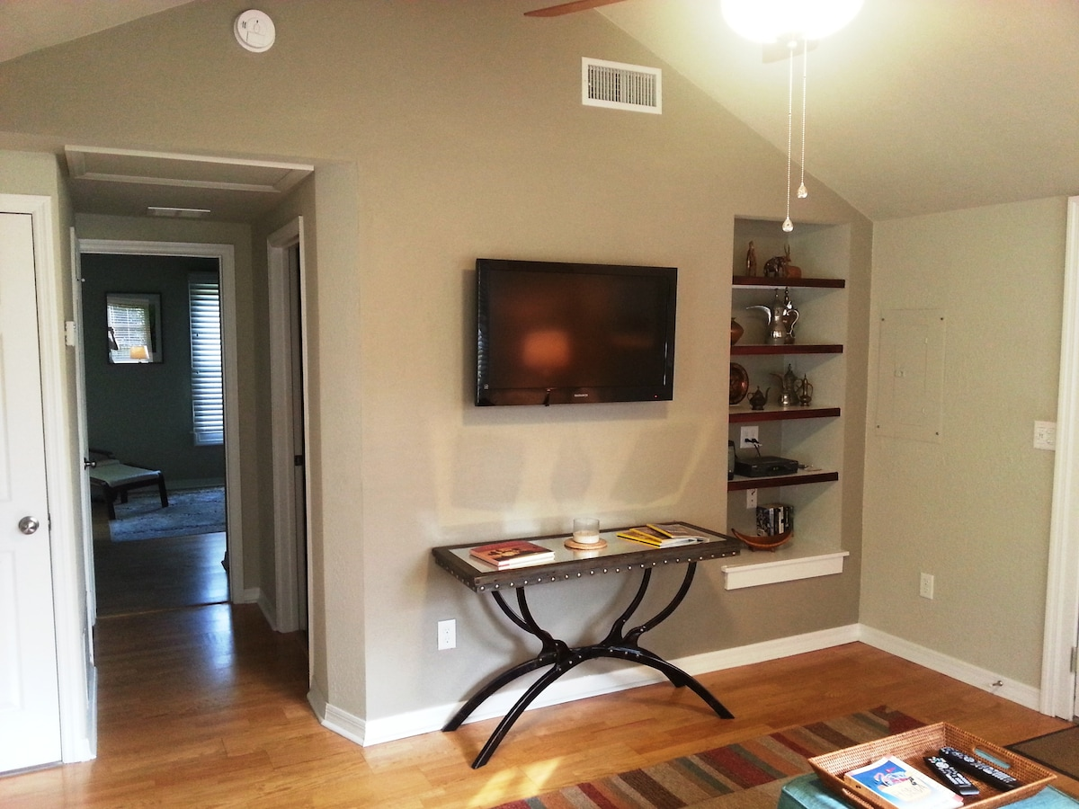 Living Room - large flatscreen tv with expanded cable and built-in shelves