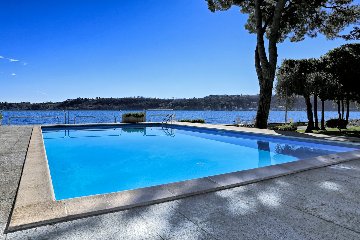 Amazing flat with pool by the lake