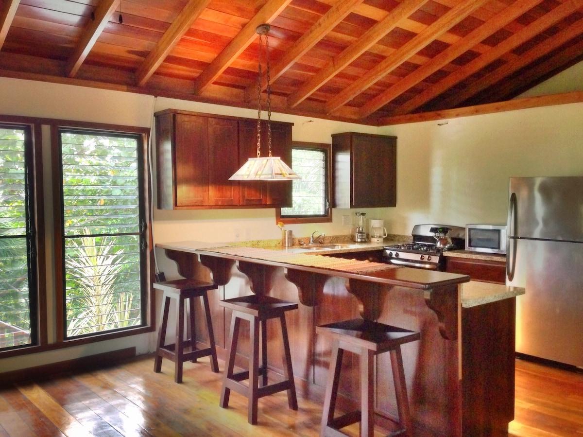 La Floradita: A Tropical Treehouse