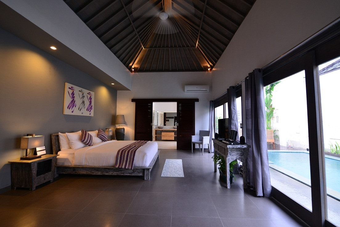 All bedrooms overlook the pool