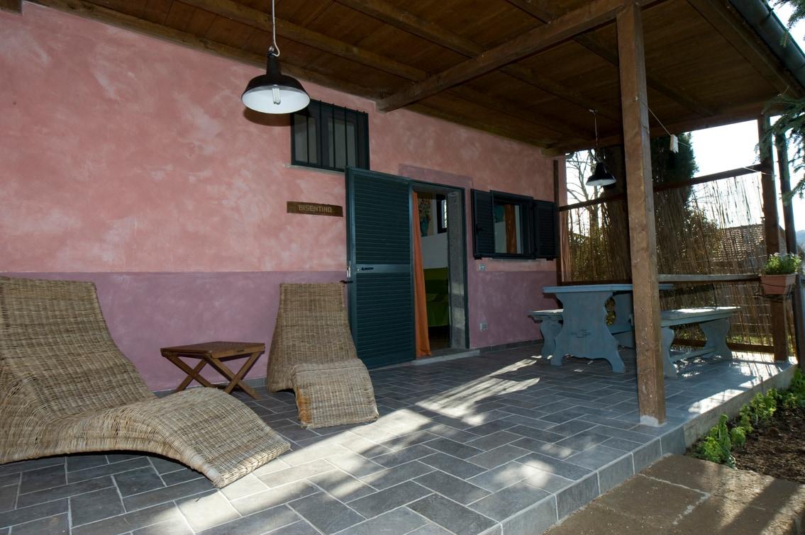 Il patio esterno dell'appartamento Bisentina