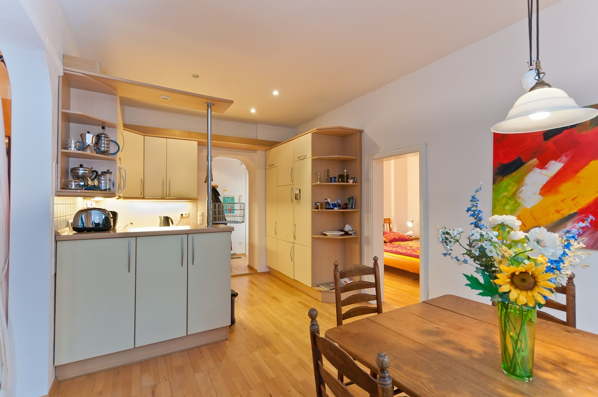 Lovely 3 Room Flat, bright+Central
