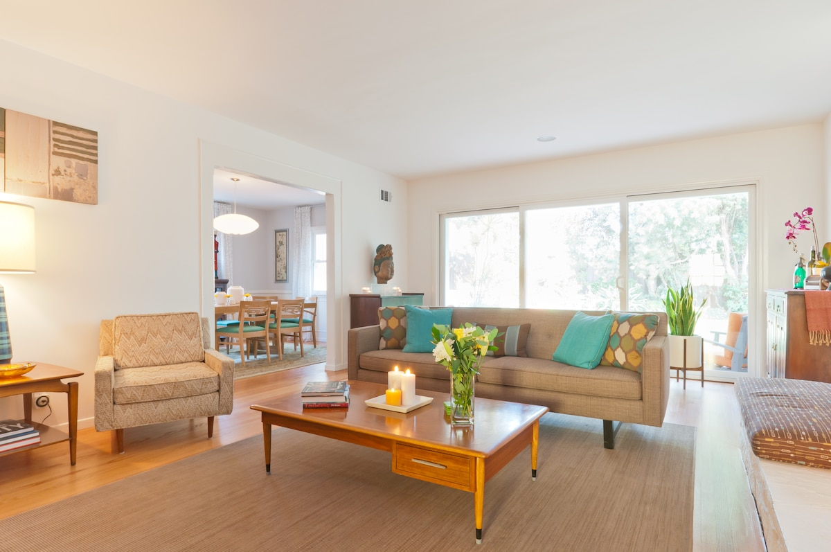 Living Room with direct access to big private yard.