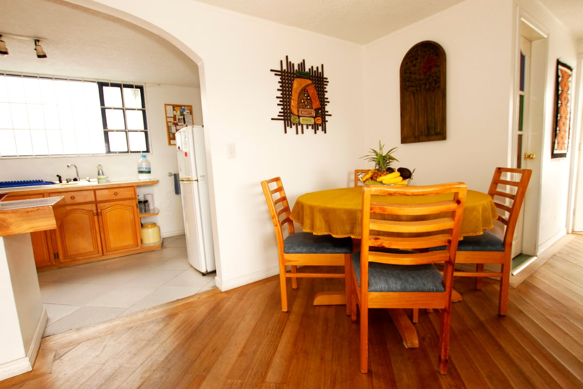Dining table for four/six persons