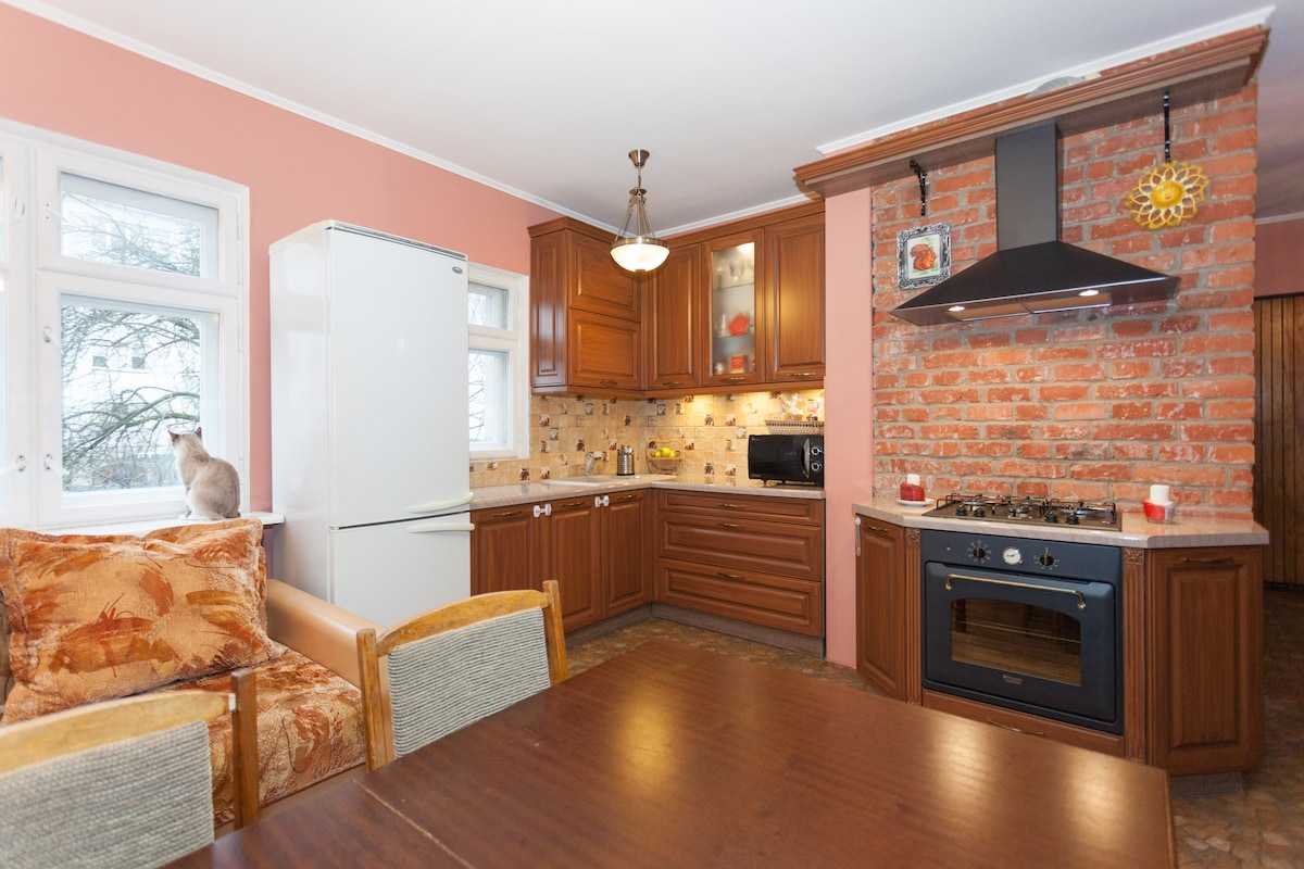 studio - guest room and kitchen