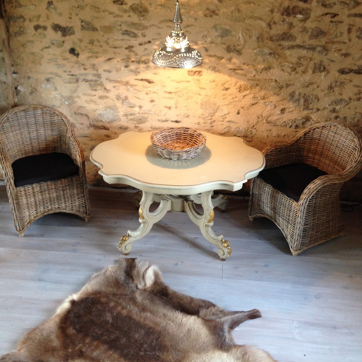 The perfect reading spot. Living room,Troche, Correze, France . Books and DVDs available.