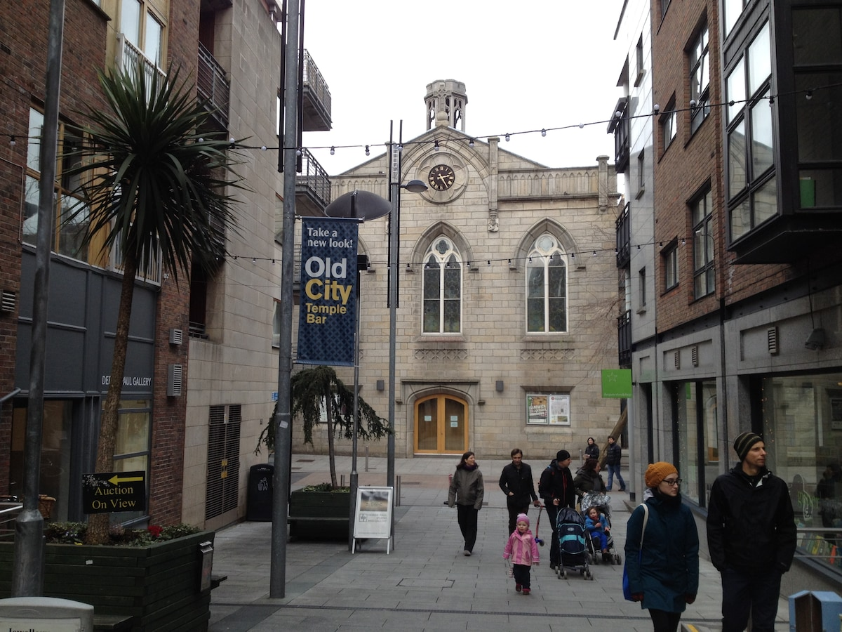 Cows Lane, Temple Bar, where apartment is located