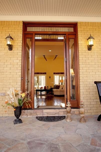 Welcoming Entry into front door of Main Floor