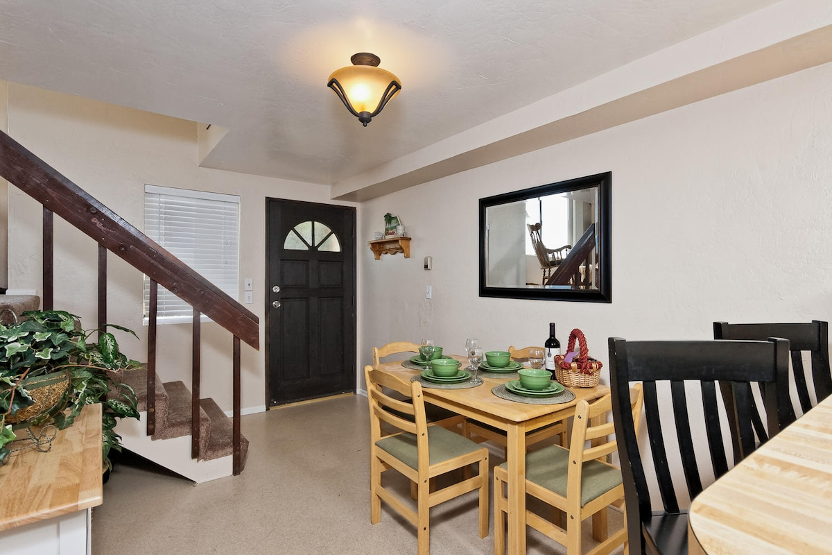 Enter into the dining area, and kitchen on the 1st floor.