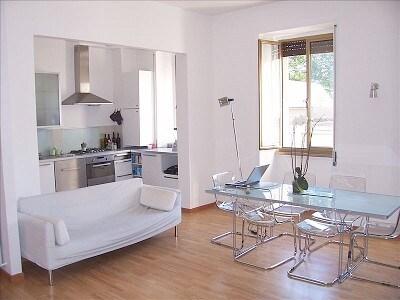 Spacious Sunny Apartment -nr centre