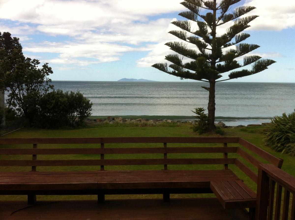 Waihi Beach front retreat home