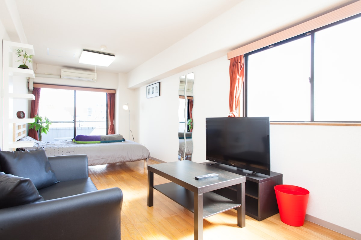 A great space right in the heart of Shimokitazawa with tons of natural light!