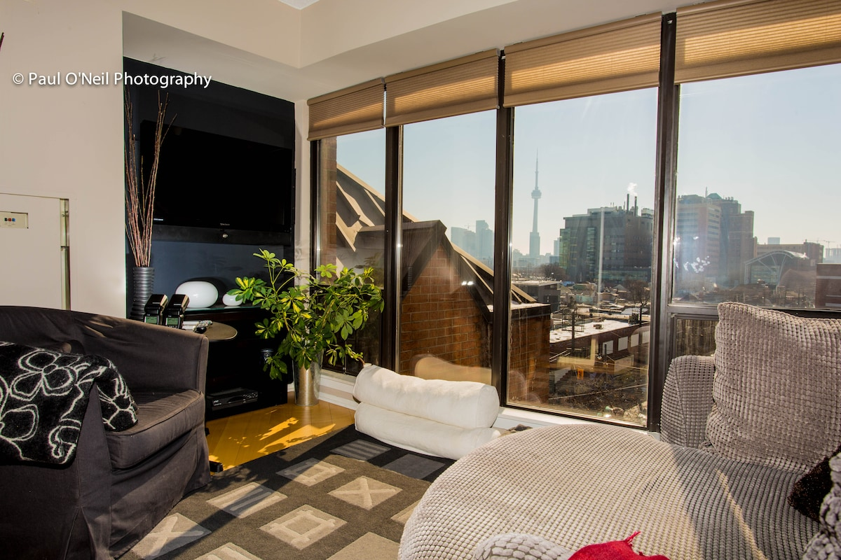 Full cable TV and view of city and CN Tower from inviting living room nook