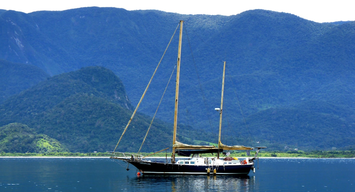 Your home for two nights, in a magnificent preserved landscape, 250 km south of Rio de Janeiro,