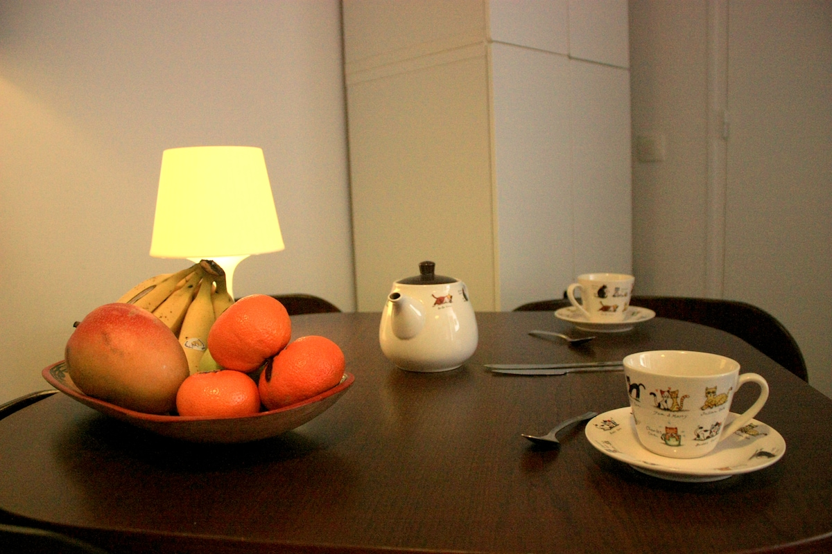 The dinning table. The apartment has all you need to self catering.