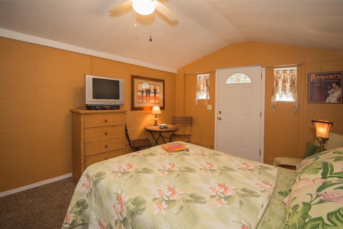 Cottage: near beach and Dunedin!