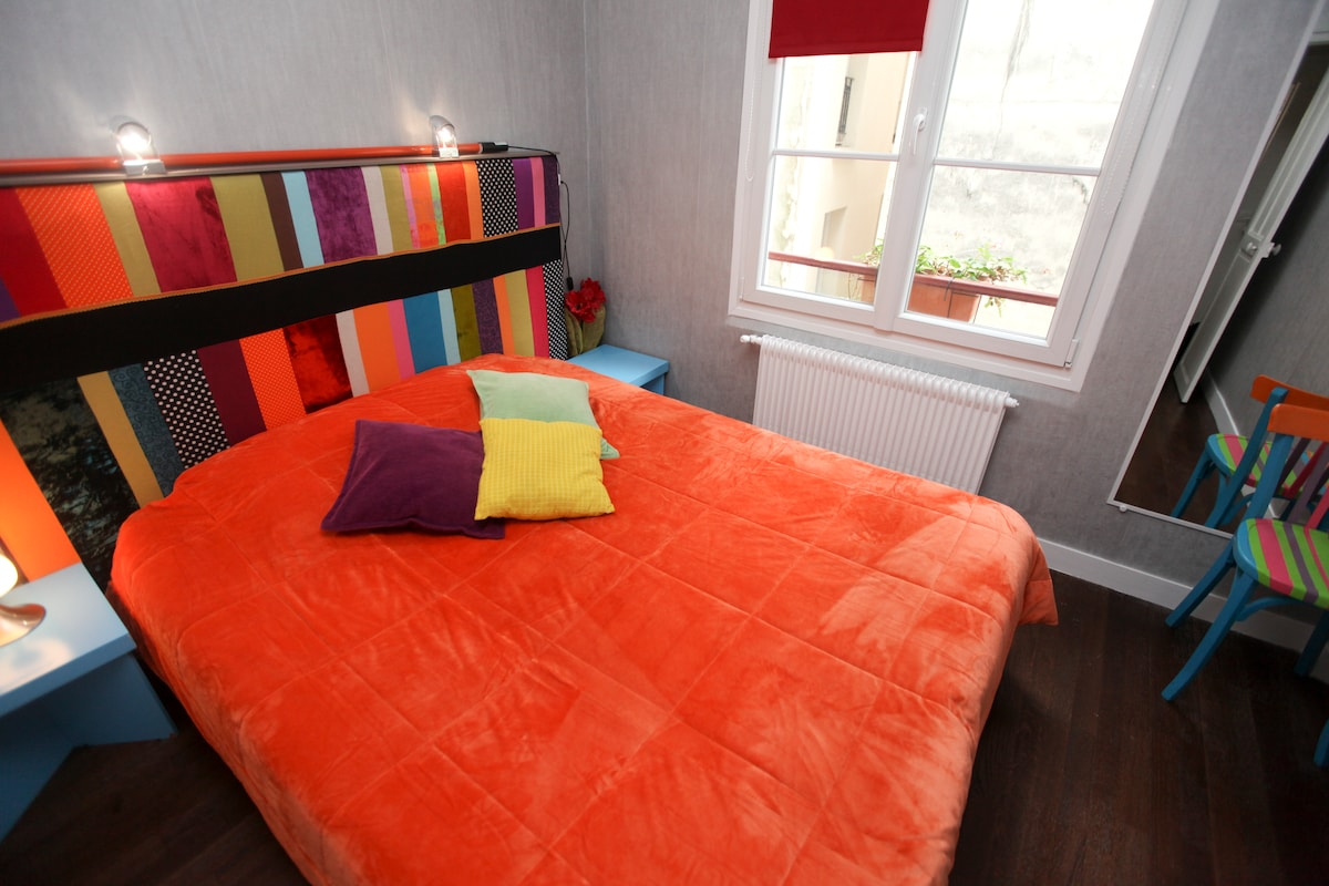 bedroom with one double bed or twin single beds