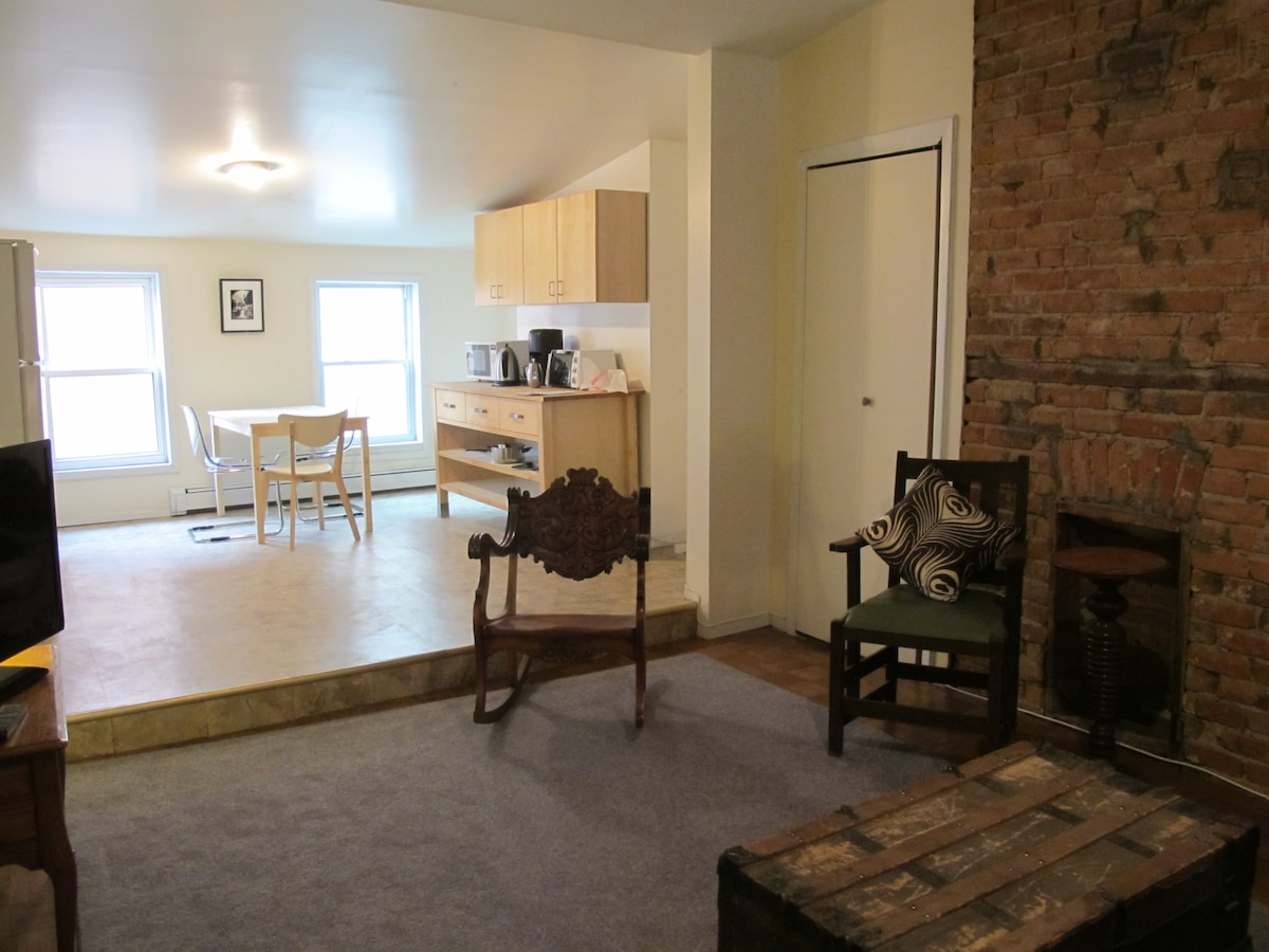 Your Own 2 Br Apt Bedford and Grand
