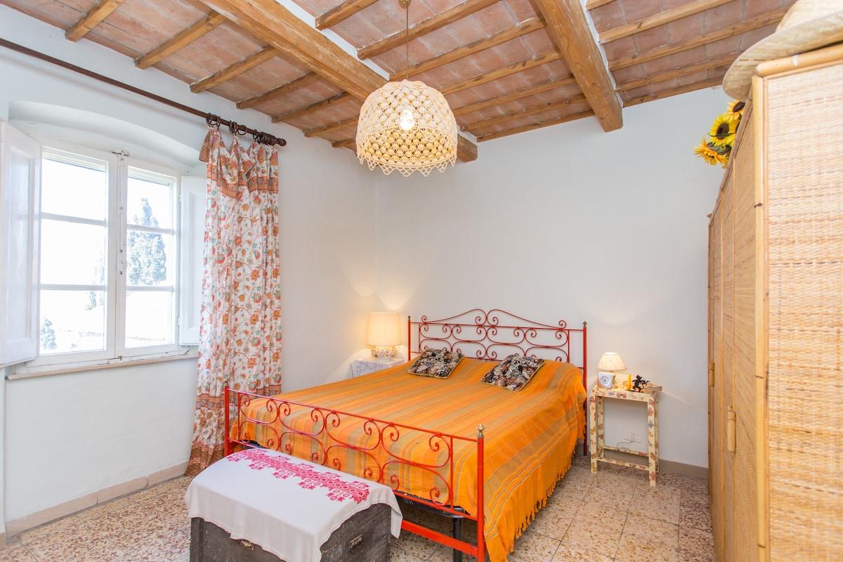 A orange bedroom 2 persons