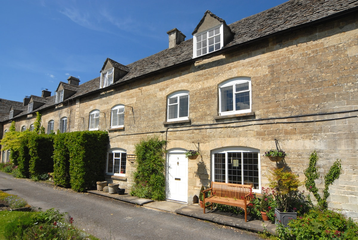 Cotswolds charming two-bed cottage