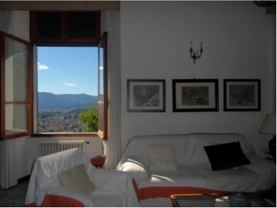 sitting room with view, common area