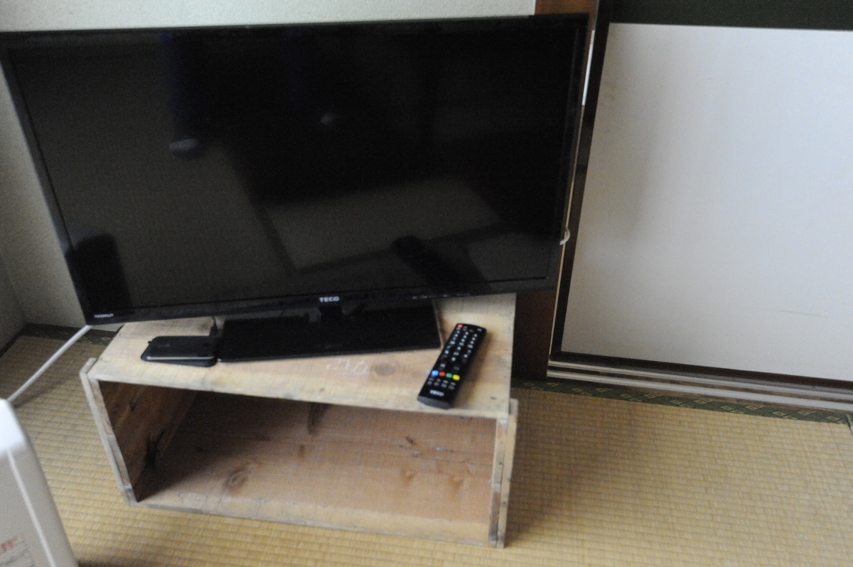 Flat screen TV with portable pocket wifi that you can carry around town