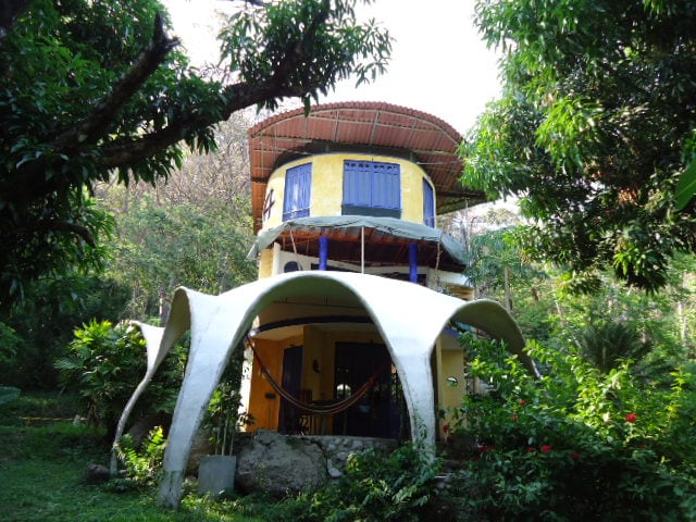 Montezuma beach jungle artist house
