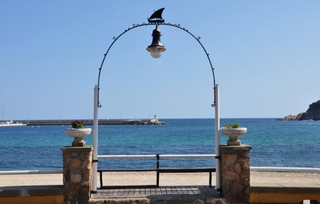 Mirador a la playa del pueblo