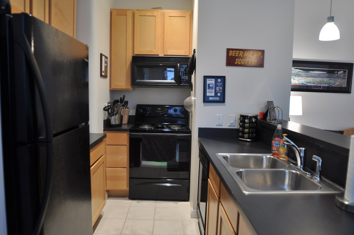 Kitchen with full appliance package.
