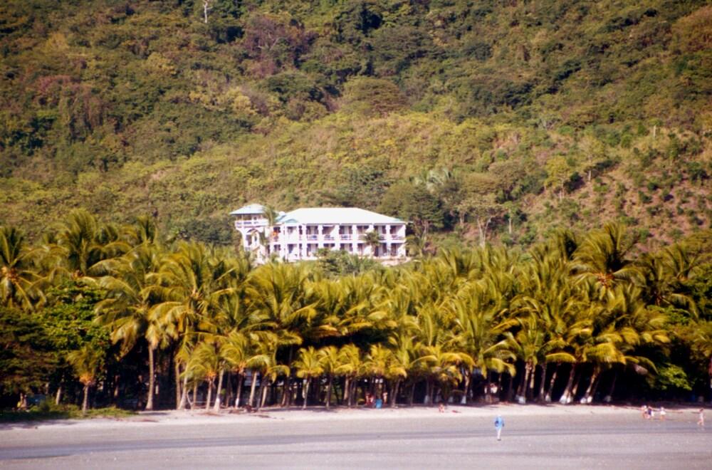 Apartmentbuilding seen from the Beach