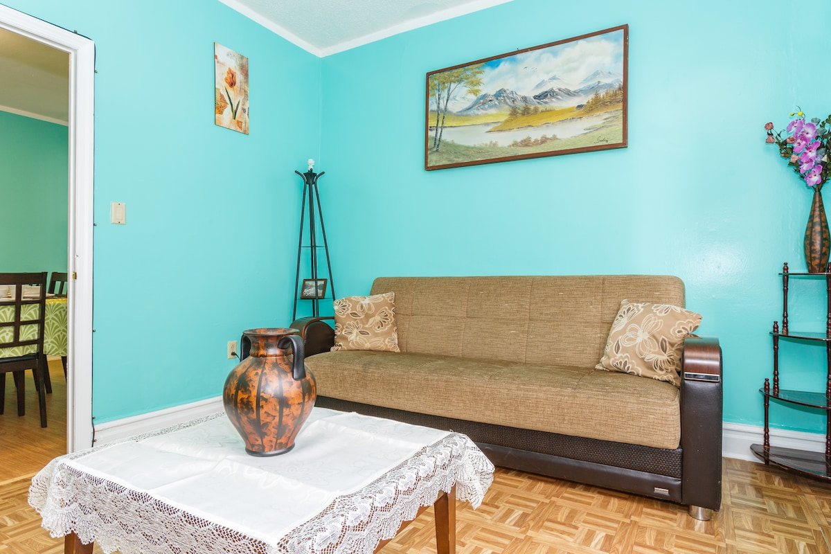 15 MIN TO NYC BY BUS 2 BED APT