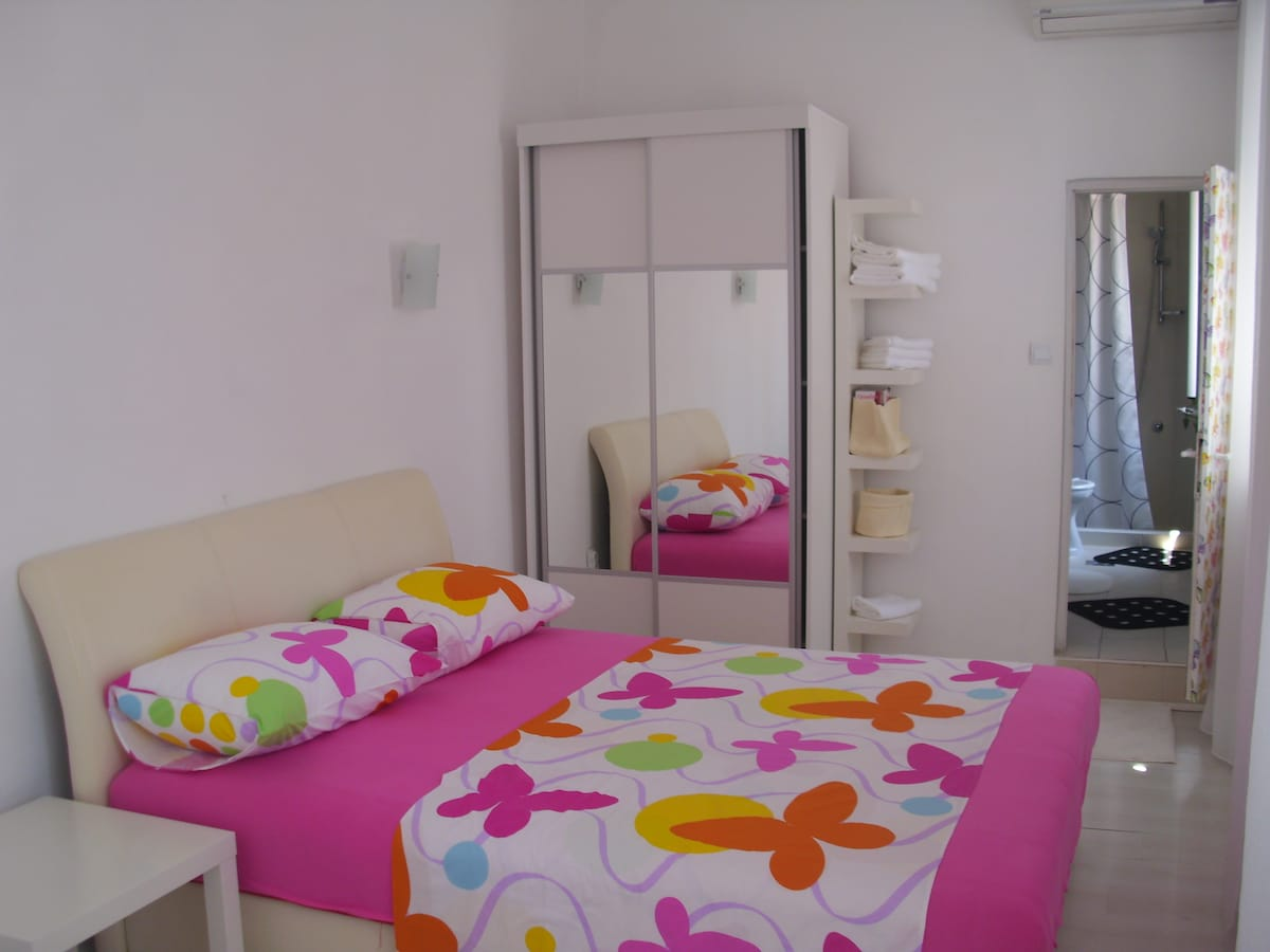 Bedroom  with queen size bed.....