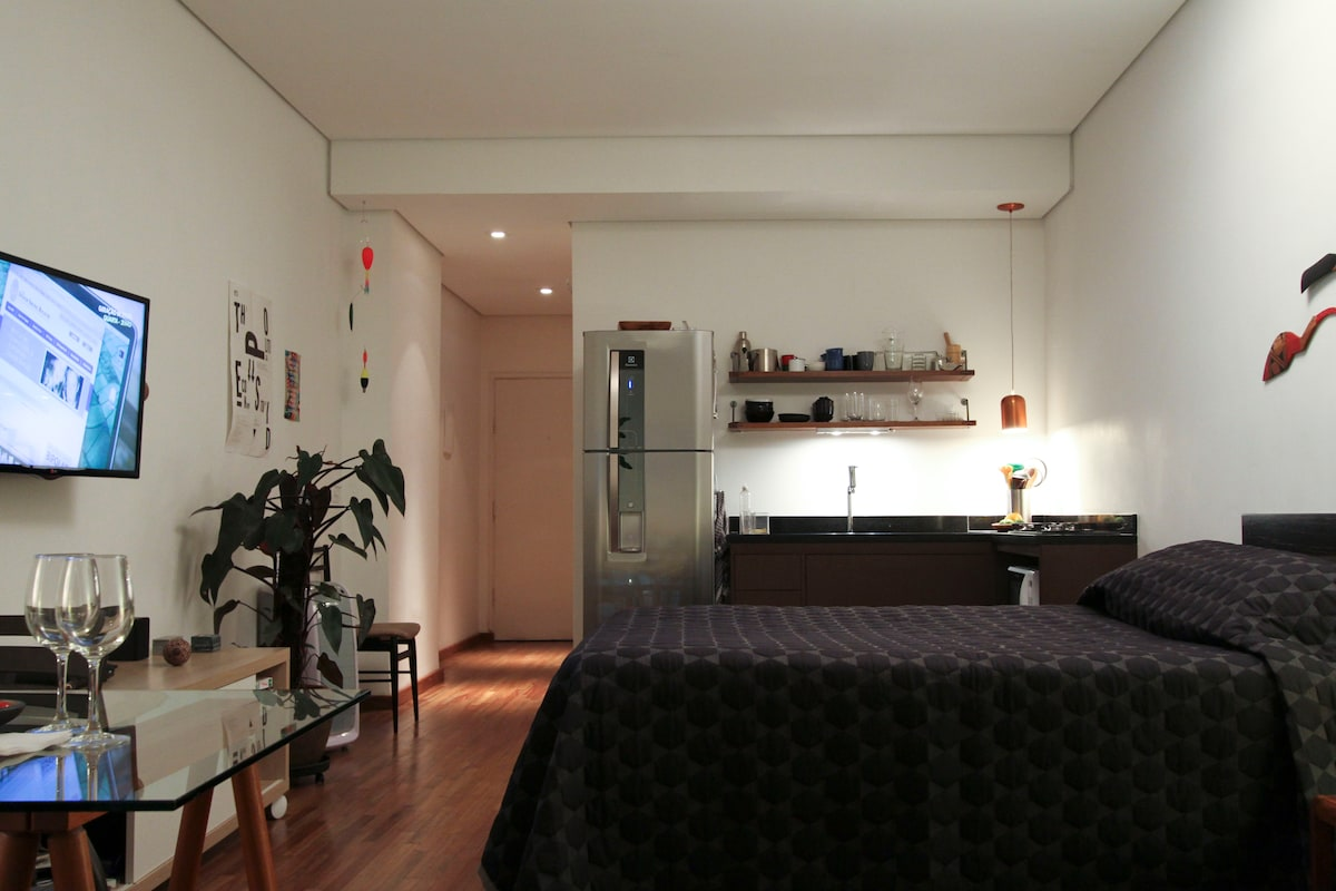 A well-equipped studio with great finishing touches