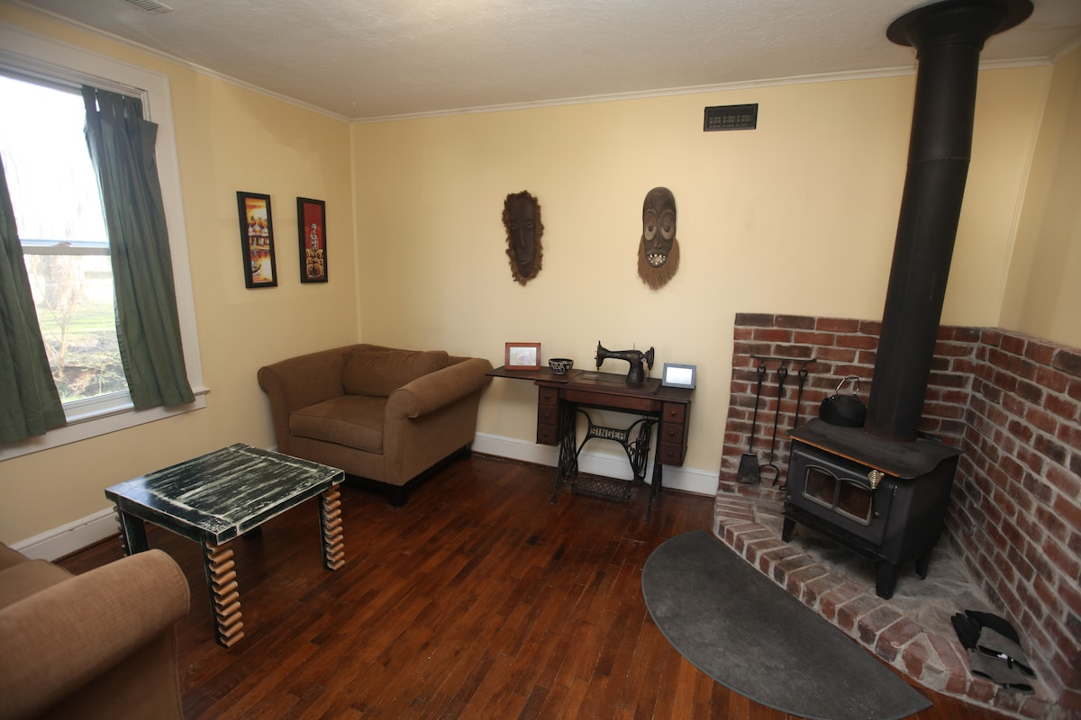 Cville Cottage - everything nearby!